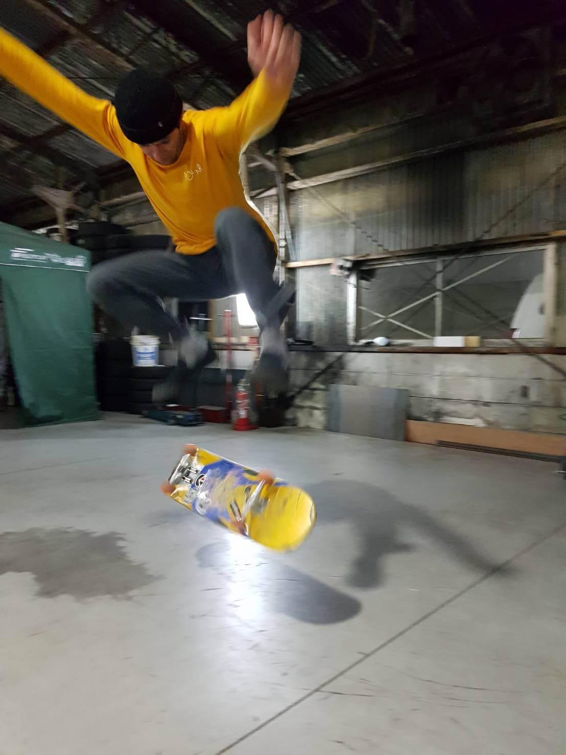 シェーン 福岡でスケートボード